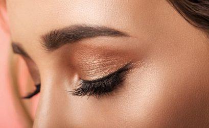 cómo aplicar el iluminador de ojos
